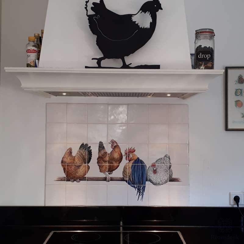kippen op stok bij het fornuis