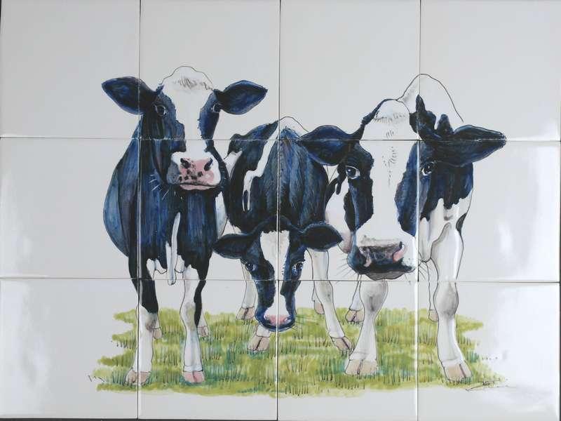 RH12-17 Drie nieuwsgierige koeien